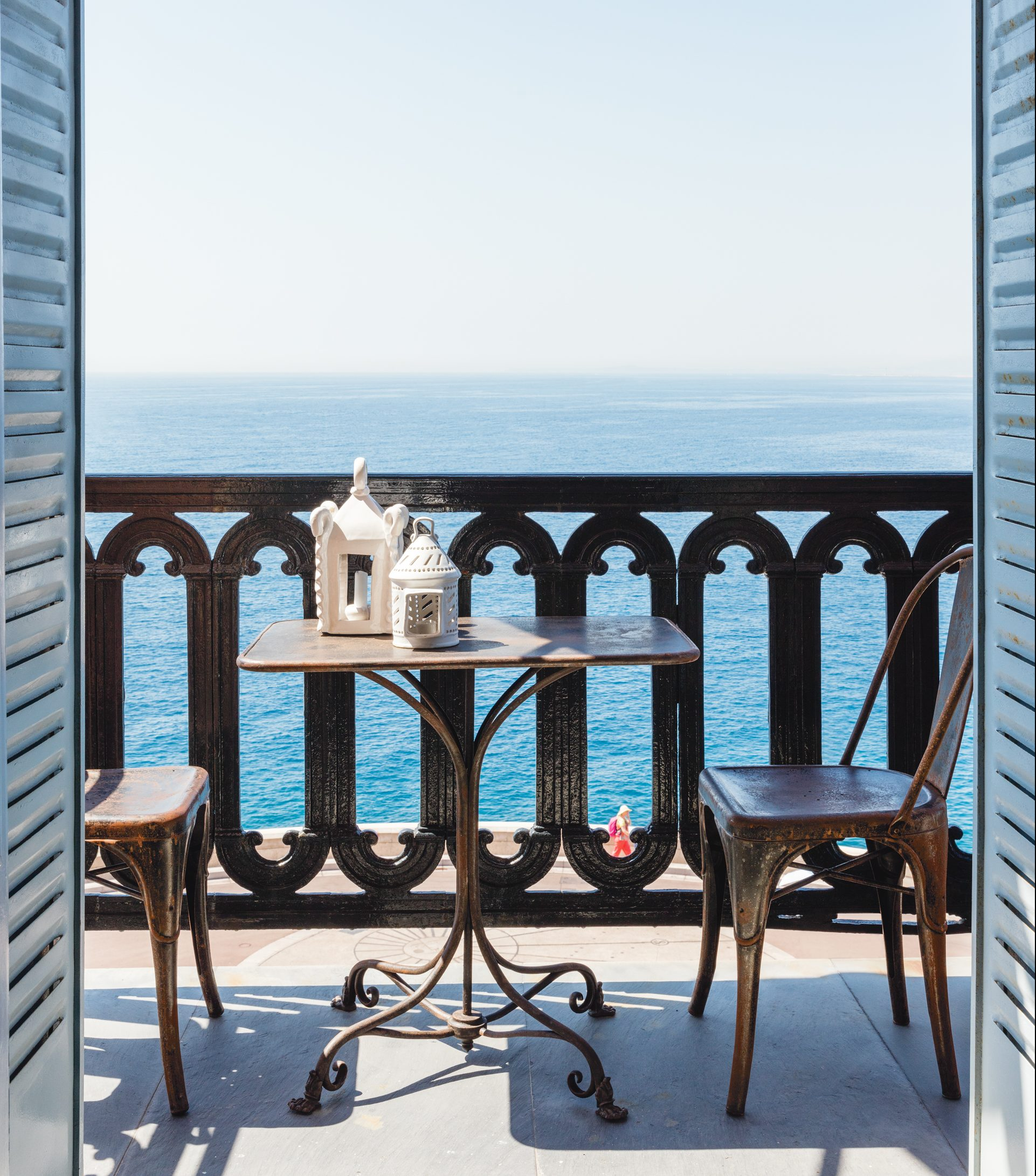 Tour this chic french riviera home for Riviera house