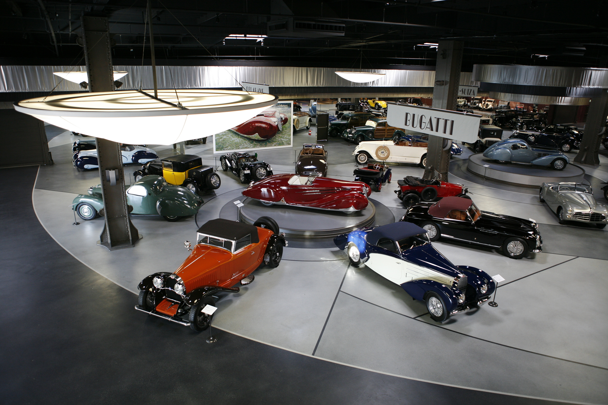 Petersen Automotive Museum >> The 10 Best Car Museums in the U.S. - Galerie
