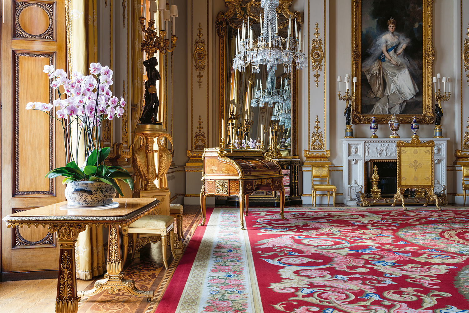 Get A Rare Glimpse Of The Royal Family S Private Rooms At