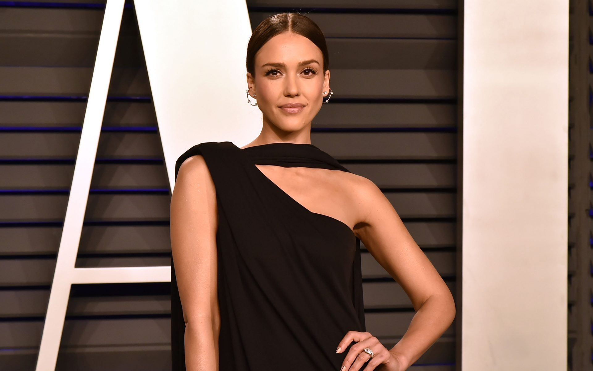 8c4f2386400 Jessica Alba at the 2019 Vanity Fair Oscar party at Wallis Annenberg Center  for the Performing Arts.