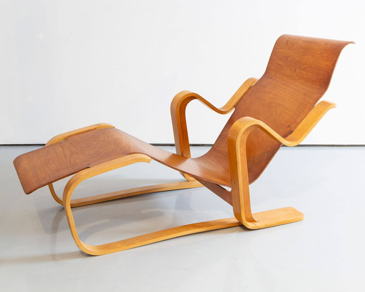 A long chair designed by Marcel Breuer.