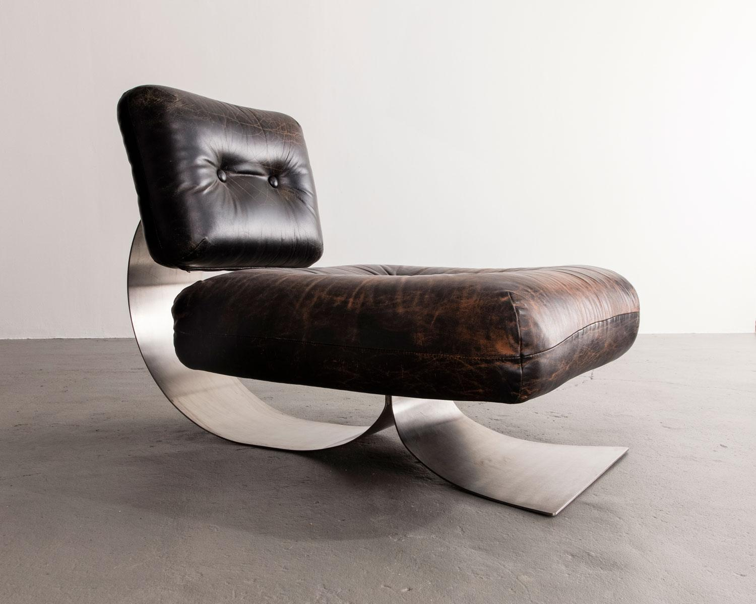 """Extremely Rare """"Alta"""" lounge chair in leather and stainless steel. Designed by Oscar Niemeyer, Brazil."""