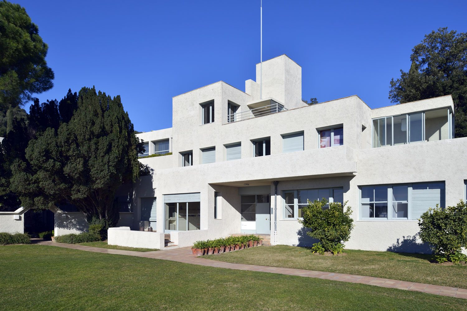 Villa Noailles was built by Robert Mallet-Stevens in the 1920s for art patrons, Marie-Laure and Charles de Noailles.
